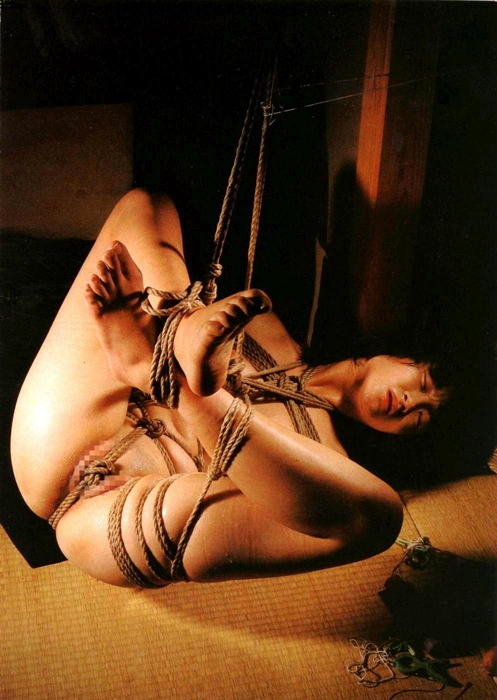 """【緊縛】プロフの緊縛師が披露する """" 胡坐縛り """" とかいう匠の技をご覧下さい。(画像30枚)・22枚目"""