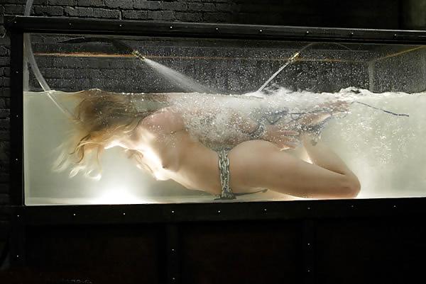 【エロ画像】死ぬ一歩手前まで拷問しないと興奮しない男に出会った女性、最後は溺死する模様。。(閲覧注意)・22枚目