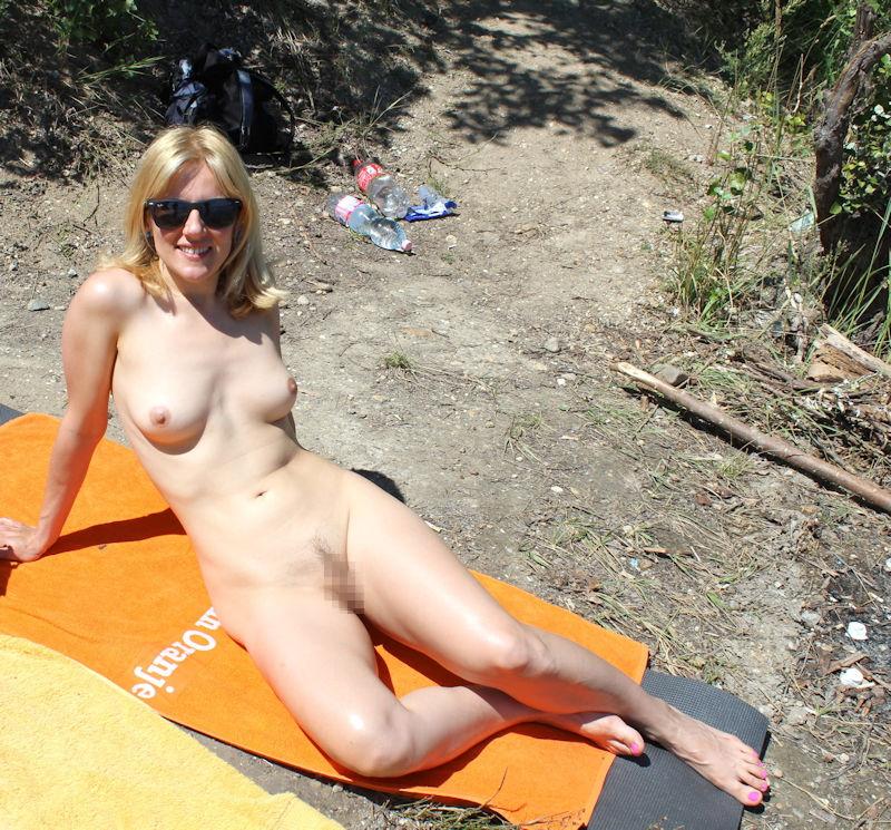 ヌーディストビーチでオマタおっぴろげて寝てるお姉ちゃんおるやんけ!!!ワイ携帯持っとるやんけ!!(画像あり)・27枚目