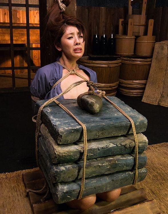 「石抱」とかいう江戸時代に行われていた拷問方法・・・(画像19枚)・4枚目