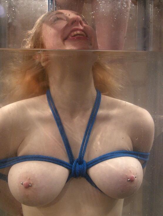 【エロ画像】死ぬ一歩手前まで拷問しないと興奮しない男に出会った女性、最後は溺死する模様。。(閲覧注意)・8枚目