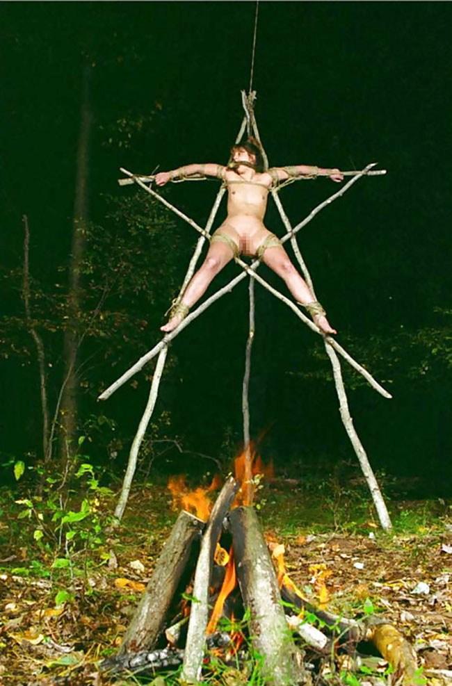【トラウマ注意】女を生贄にする海外のガチ儀式がマジで足が震えるレベルな件・・・(画像27枚)・8枚目