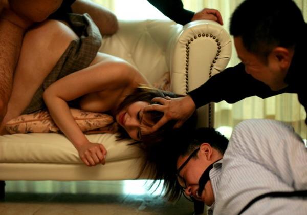 【NTR】旦那の目の前でレイプされる人妻を見て興奮するなんJ闇深スレ部。(画像あり)・1枚目