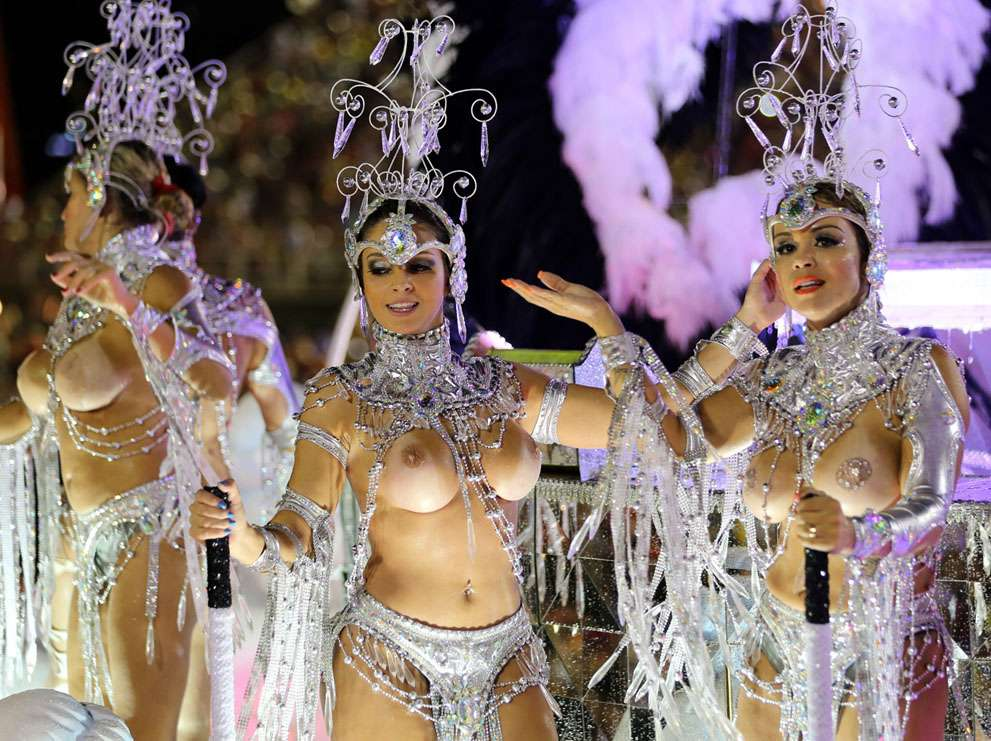 【エロ画像】世界最大の「露出祭り」サンバカーニバルとかいう祭りの様子wwwwwwwwwwwwwww・1枚目