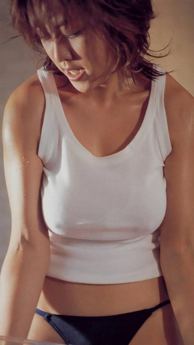 """【エロ画像】すれ違いざまに """" ポチッ """" て押したくなるノーブラ女子たちの画像貼ってく。(画像30枚)・1枚目"""