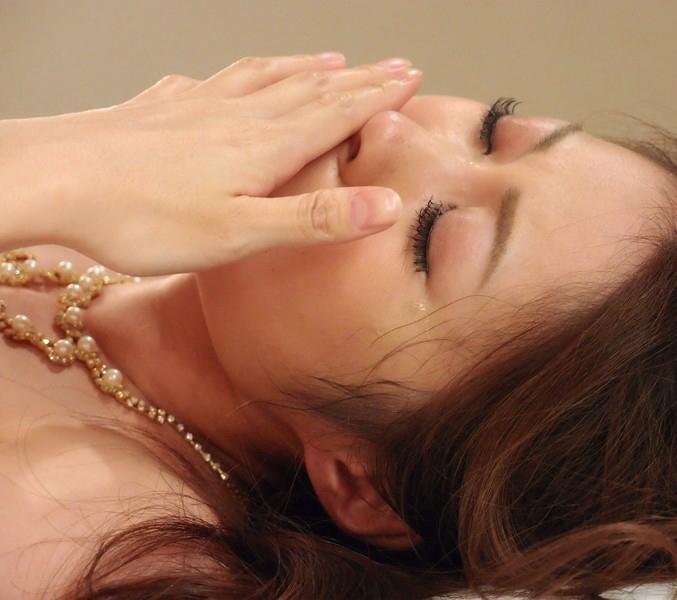 【号泣注意】セクシー女優さんが現場でリアルな涙を流してる自業自得だけど闇の深い画像を貼ってく。(画像24枚)・12枚目