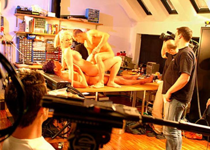 【エロ画像】本場ポルノ動画の撮影現場の様子。ん~~、これはエンターテインメントwwwwwwww・14枚目