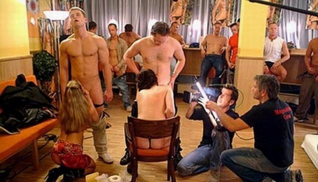 【エロ画像】本場ポルノ動画の撮影現場の様子。ん~~、これはエンターテインメントwwwwwwww・16枚目