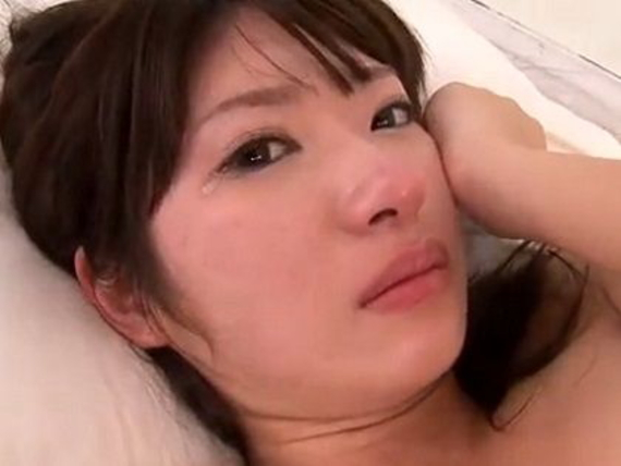 【号泣注意】セクシー女優さんが現場でリアルな涙を流してる自業自得だけど闇の深い画像を貼ってく。(画像24枚)・17枚目