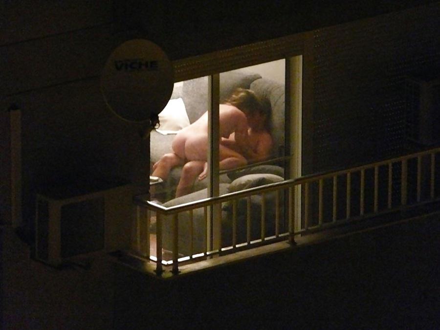 【注意警鐘】カーテンを開けてセクロスしてるカップルさんが自分達が如何に危険か画像から学ぶスレ。(画像28枚)・2枚目