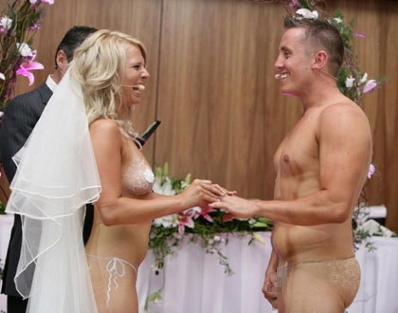 【エロ画像】変態カップルが結婚式を行った結果。親族全員メンタルボロボロでワロタwwwwww・2枚目