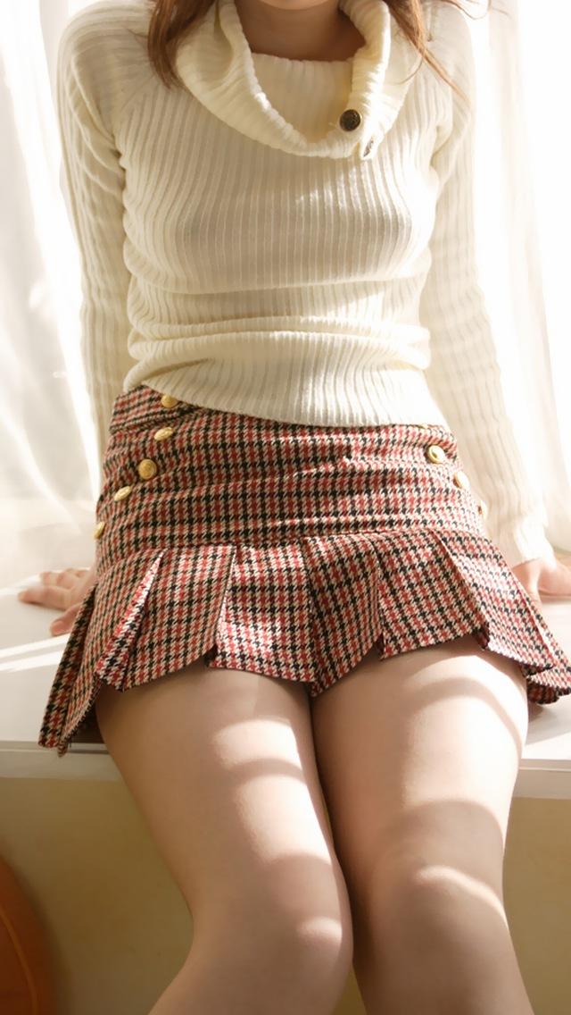 """【エロ画像】すれ違いざまに """" ポチッ """" て押したくなるノーブラ女子たちの画像貼ってく。(画像30枚)・21枚目"""