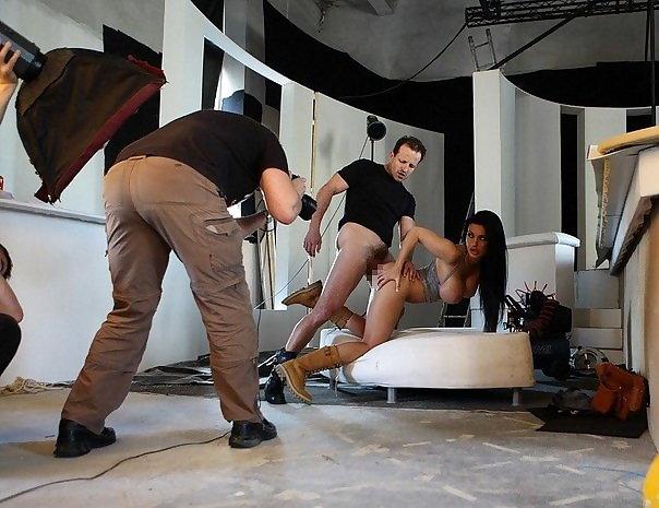 【エロ画像】本場ポルノ動画の撮影現場の様子。ん~~、これはエンターテインメントwwwwwwww・21枚目