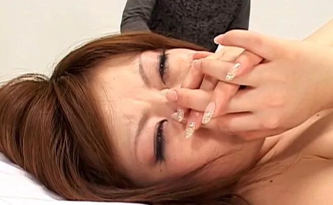 【号泣注意】セクシー女優さんが現場でリアルな涙を流してる自業自得だけど闇の深い画像を貼ってく。(画像24枚)・22枚目