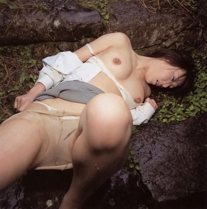 【 胸 糞 注 意 】 レ イ プ 被 害 を 受 け た 直 後 の 女 性 た ち 3 0 人 を ご 覧 く だ さ い ・ ・ ・・25枚目