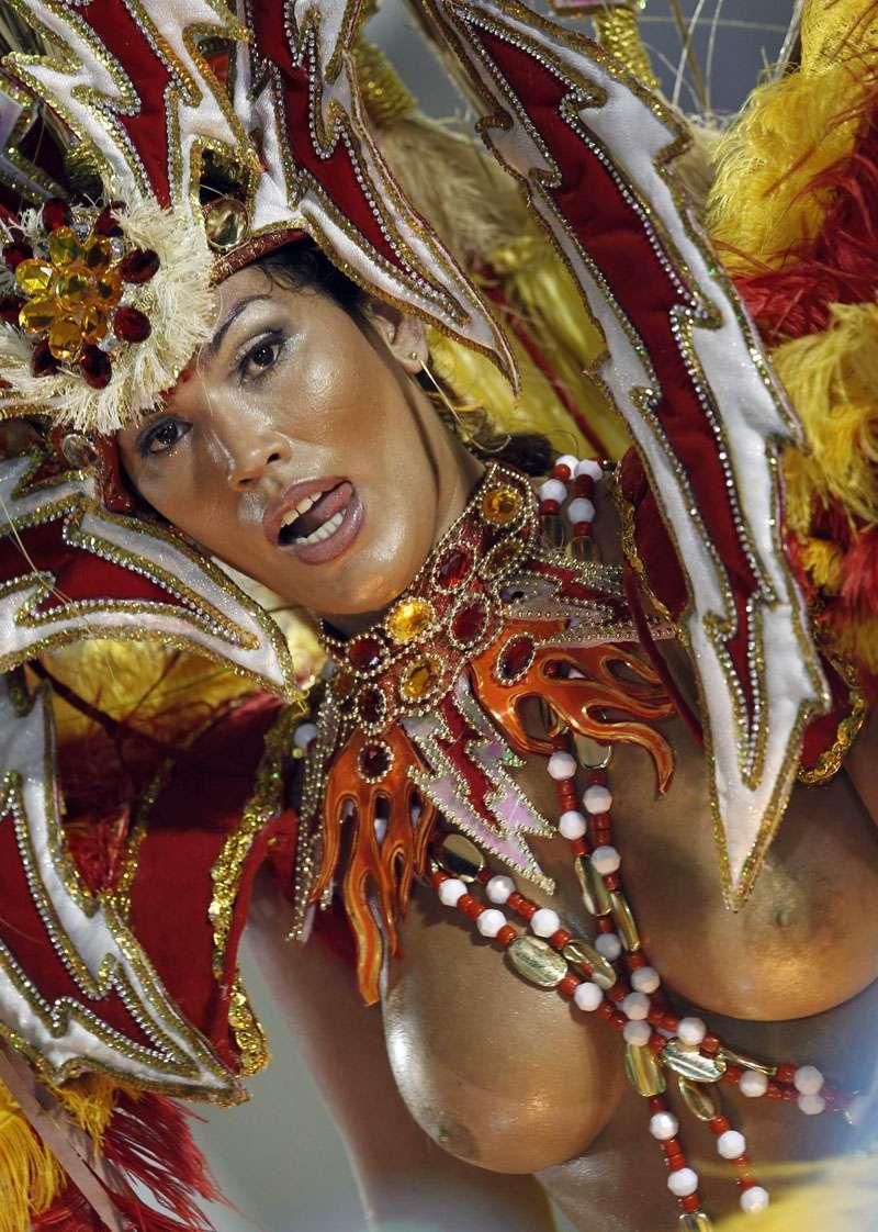 【エロ画像】世界最大の「露出祭り」サンバカーニバルとかいう祭りの様子wwwwwwwwwwwwwww・27枚目