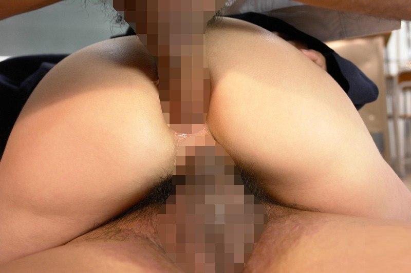 【エロ画像】マンコとアナルに二穴同時挿入された女性を股アングルから見てみた結果wwwwwwwwwwwwwwwww・28枚目