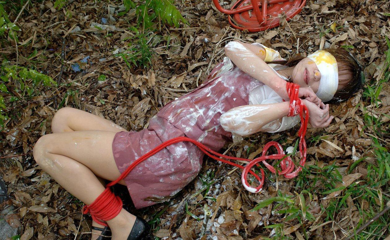 【 胸 糞 注 意 】 レ イ プ 被 害 を 受 け た 直 後 の 女 性 た ち 3 0 人 を ご 覧 く だ さ い ・ ・ ・・3枚目