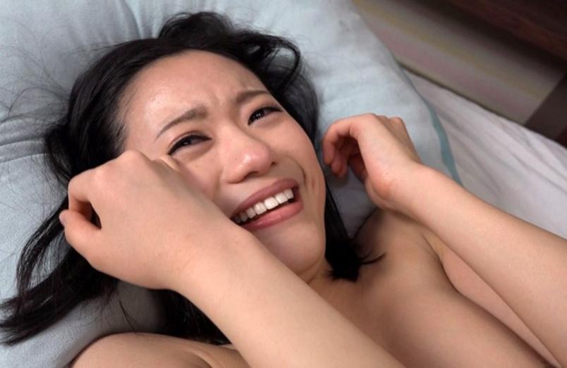 【号泣注意】セクシー女優さんが現場でリアルな涙を流してる自業自得だけど闇の深い画像を貼ってく。(画像24枚)・3枚目