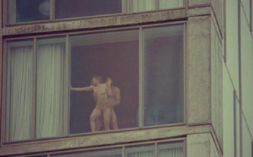 【注意警鐘】カーテンを開けてセクロスしてるカップルさんが自分達が如何に危険か画像から学ぶスレ。(画像28枚)・4枚目