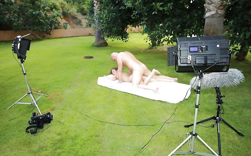 【エロ画像】本場ポルノ動画の撮影現場の様子。ん~~、これはエンターテインメントwwwwwwww・4枚目