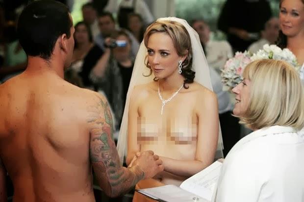 【エロ画像】変態カップルが結婚式を行った結果。親族全員メンタルボロボロでワロタwwwwww・4枚目