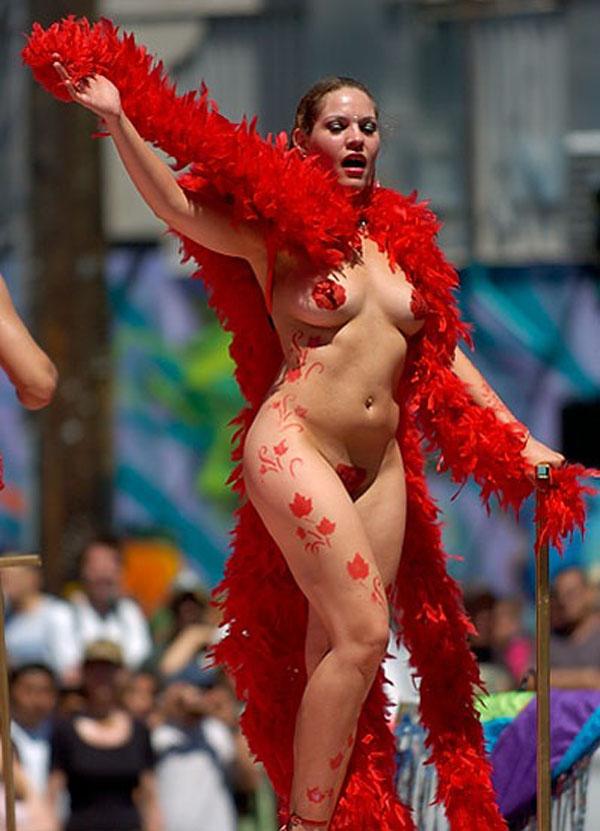 【エロ画像】世界最大の「露出祭り」サンバカーニバルとかいう祭りの様子wwwwwwwwwwwwwww・5枚目