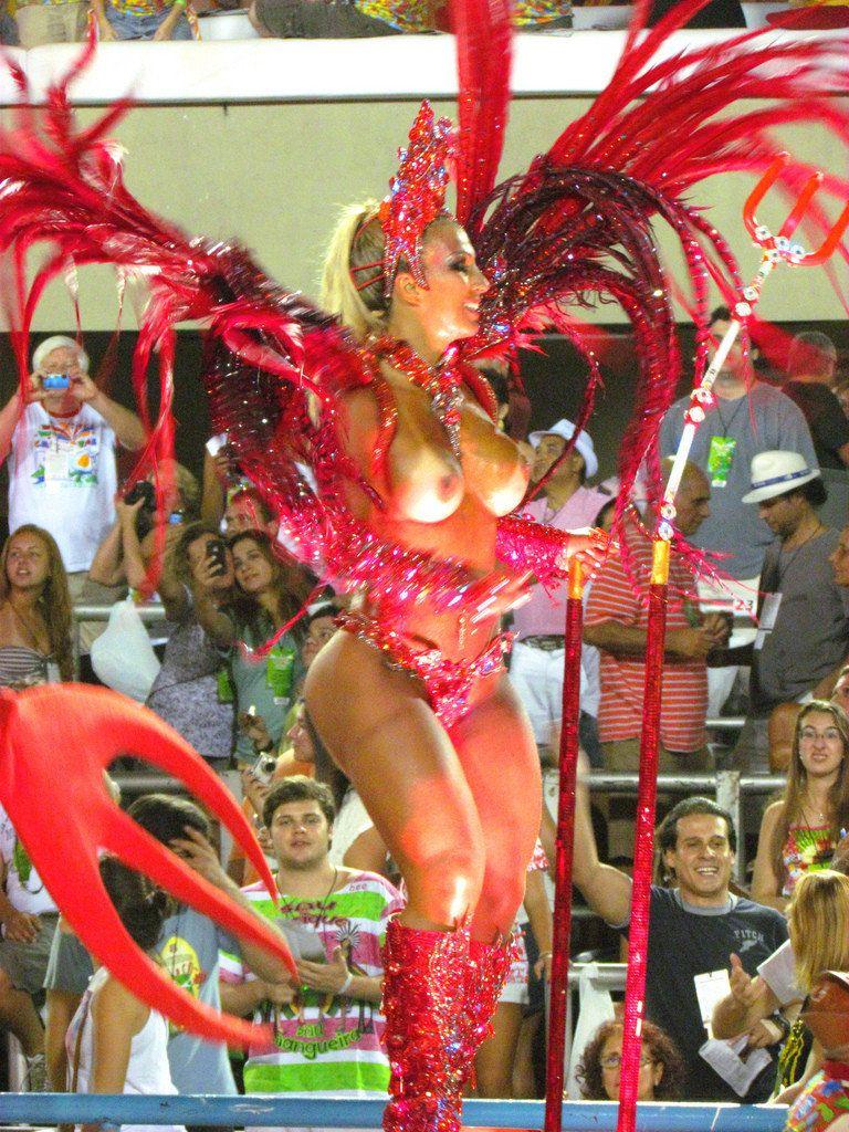 【エロ画像】世界最大の「露出祭り」サンバカーニバルとかいう祭りの様子wwwwwwwwwwwwwww・7枚目