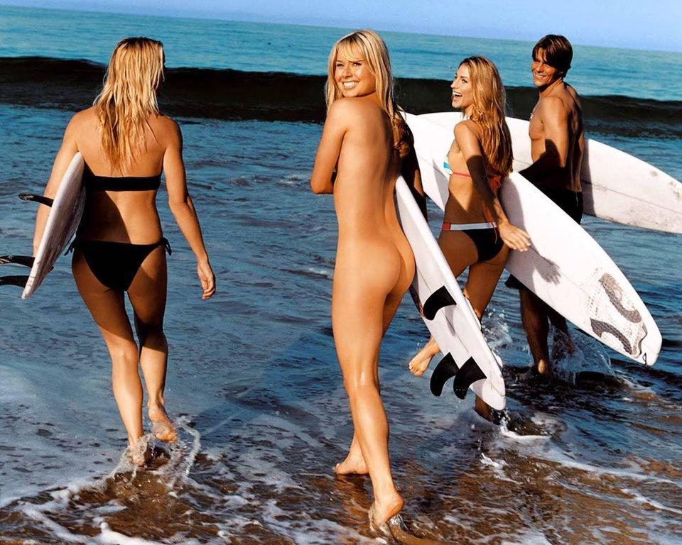 【エロ画像】プライベートビーチで全裸で遊ぶまんさん、どいつもこいつもウッキウキでワロタwwwwwwwww・9枚目