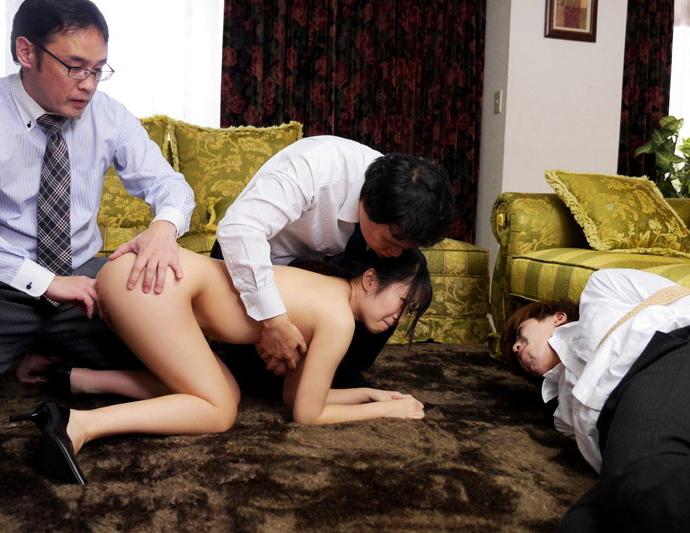 【NTR】旦那の目の前でレイプされる人妻を見て興奮するなんJ闇深スレ部。(画像あり)・10枚目