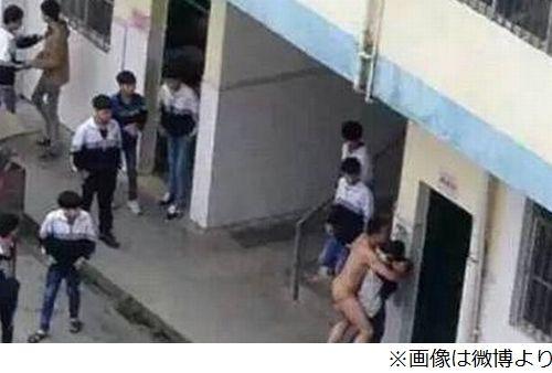 【※事案※】裸の教師が学校内で女子に襲い掛かり逮捕キタ━━━━(゚∀゚)━━━━!!wwwwwwwwwwww(画像あり)・1枚目
