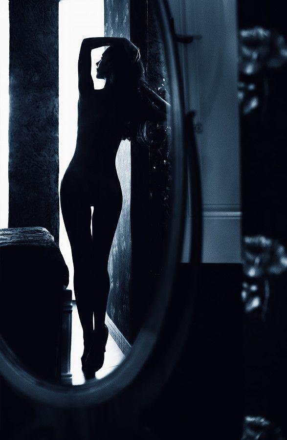 【エロ画像】影だけで勃起させる「逆光ヌード」がエロ神秘的で草wwwwwwwwwwwwwww・1枚目