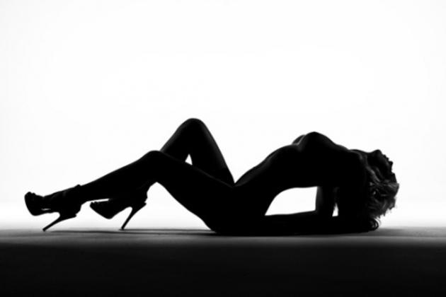 【エロ画像】影だけで勃起させる「逆光ヌード」がエロ神秘的で草wwwwwwwwwwwwwww・13枚目