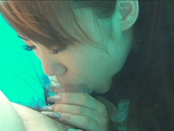 【エロ画像】一切の呼吸を許さない水中フェラとかいうただただ苦しいプレイwwwwwwwwwwwwwwwwww・13枚目