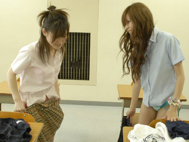 【保存不可避】教室で着替えてる女子の激写したったったwwwwwwwwwww(画像あり)・22枚目