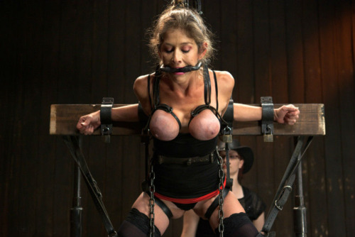 【※生傷注意】「これ拷問??」と勘違いする本場のSMをご覧ください・・・(画像あり)・24枚目