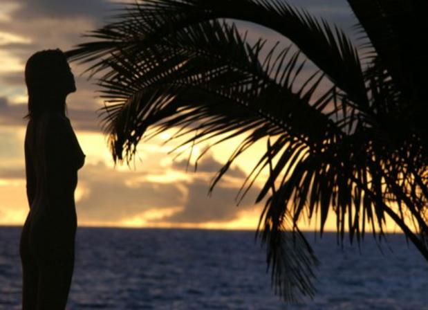 【エロ画像】影だけで勃起させる「逆光ヌード」がエロ神秘的で草wwwwwwwwwwwwwww・29枚目