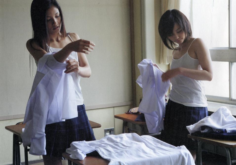 【保存不可避】教室で着替えてる女子の激写したったったwwwwwwwwwww(画像あり)・5枚目