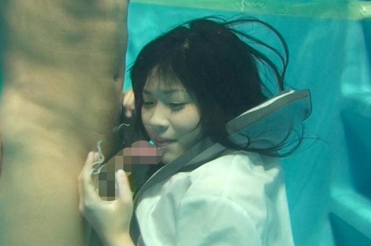 【エロ画像】一切の呼吸を許さない水中フェラとかいうただただ苦しいプレイwwwwwwwwwwwwwwwwww・5枚目