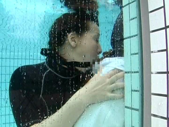 【エロ画像】一切の呼吸を許さない水中フェラとかいうただただ苦しいプレイwwwwwwwwwwwwwwwwww・8枚目