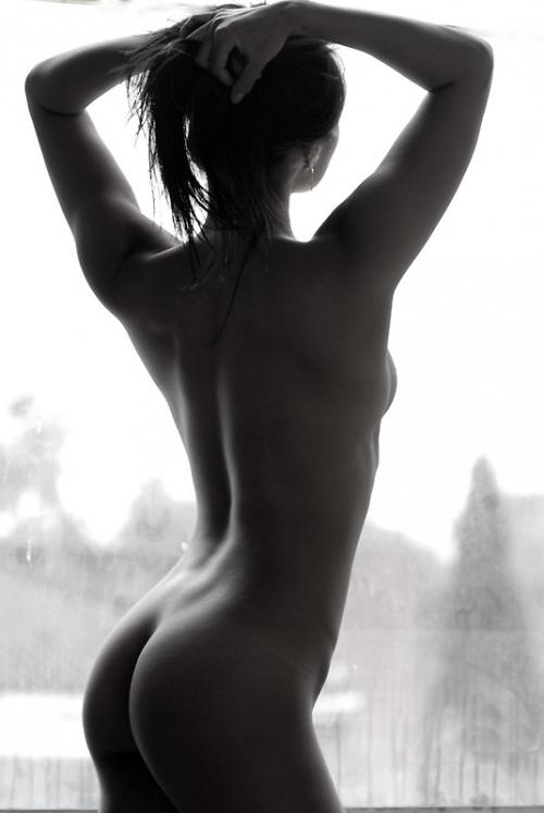 【エロ画像】影だけで勃起させる「逆光ヌード」がエロ神秘的で草wwwwwwwwwwwwwww・9枚目