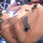 【閲覧注意】全裸のまんさんにガチで電流を流した結果。ごめん、正直ワロタwwwwwwwwwwwwwww(GIFあり)