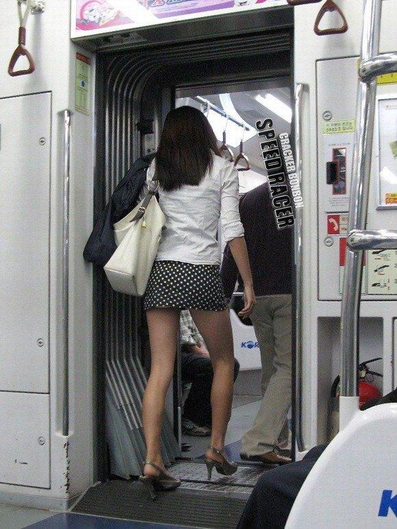 【盗撮】足フェチのワイ、韓国行って街撮りしてきたから画像晒すわwwwwwwwwwwwwww(画像あり)・1枚目
