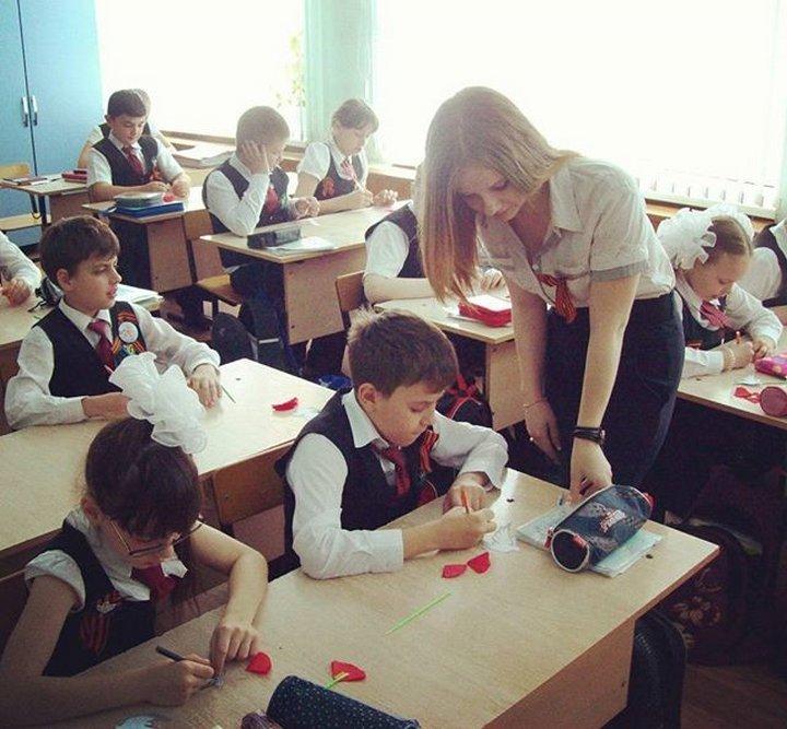【エロ画像】父親をメロメロにするロシアの女教師マジで恐ロシアwwwwwwwwwwwwwwwwwwww・10枚目