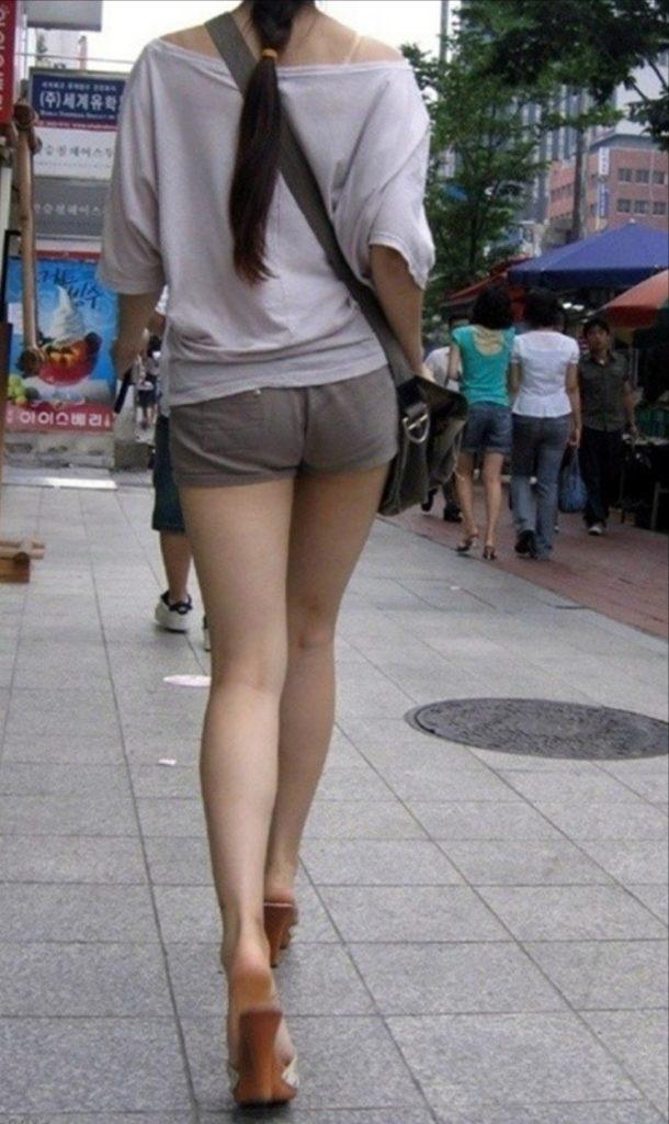 【盗撮】足フェチのワイ、韓国行って街撮りしてきたから画像晒すわwwwwwwwwwwwwww(画像あり)・19枚目