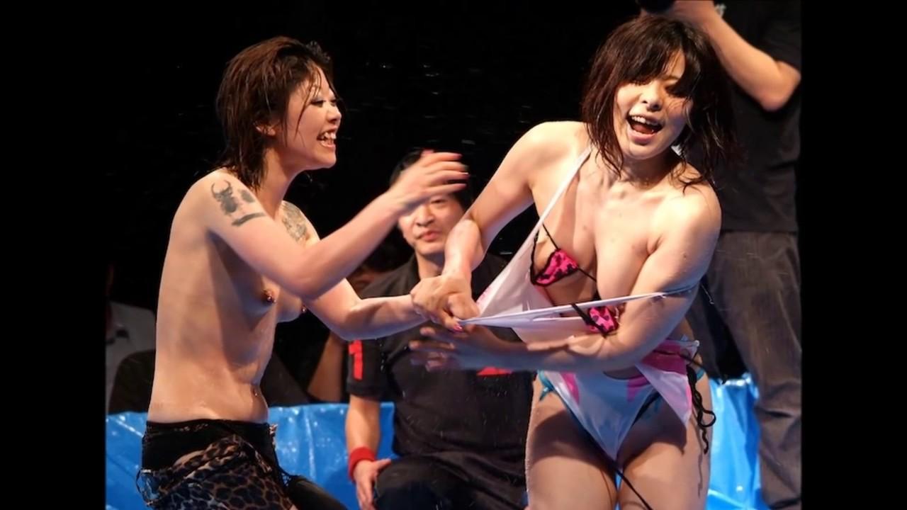 【エロ画像】女子プロレス業界がチケットを売る為にエロ路線に走るwwwwwwwwwwwwwwww・18枚目