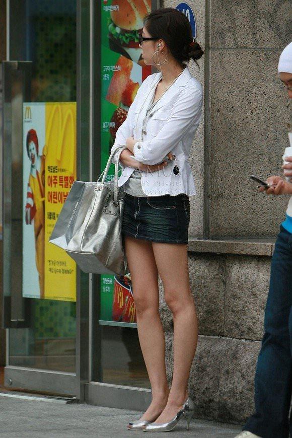 【盗撮】足フェチのワイ、韓国行って街撮りしてきたから画像晒すわwwwwwwwwwwwwww(画像あり)・21枚目
