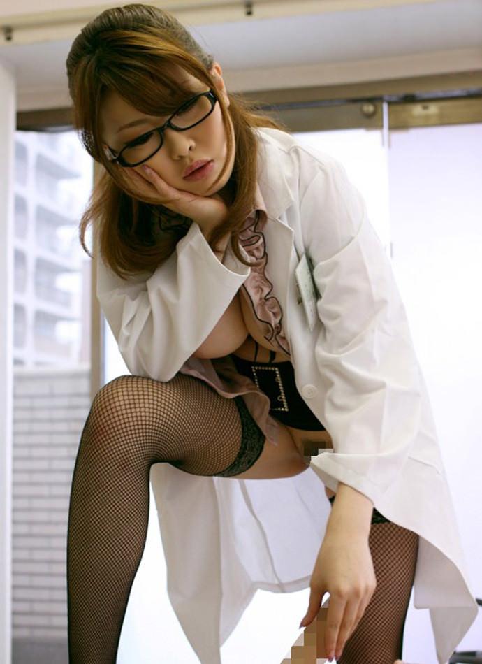 【エロ画像】女医がいる「泌尿器科」に行った結果。 →フル勃起したったwwwwwwwwwwwwwwwww・23枚目