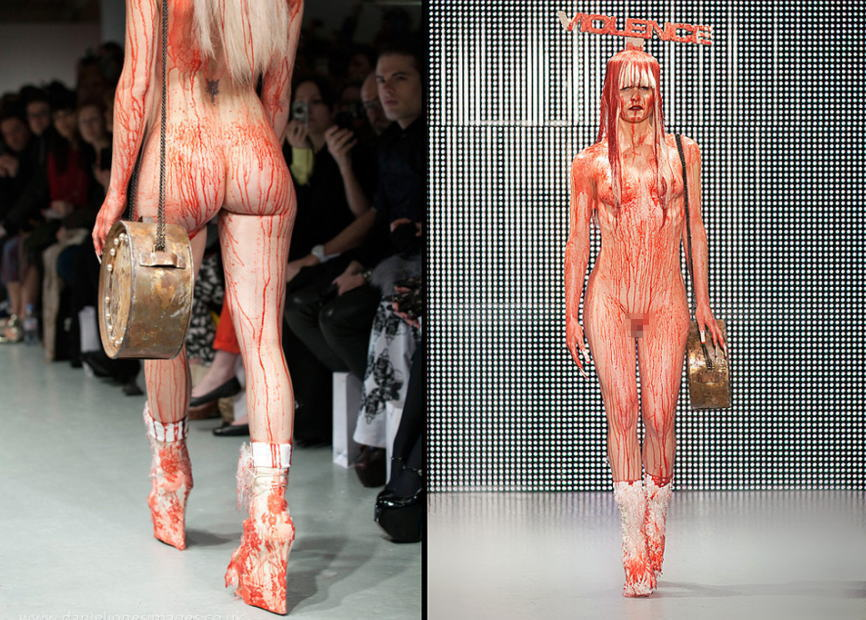 【理解不能】ファッション無しの「全裸ファッションショー」が開催されるwwwwwwwwwwwwww(エロGIF)・24枚目