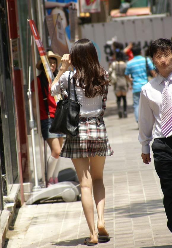 【盗撮】足フェチのワイ、韓国行って街撮りしてきたから画像晒すわwwwwwwwwwwwwww(画像あり)・29枚目